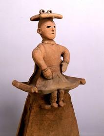 埴輪 腰かける巫女 国宝.jpg
